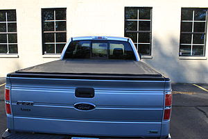 English: Tonneau on pickup truck