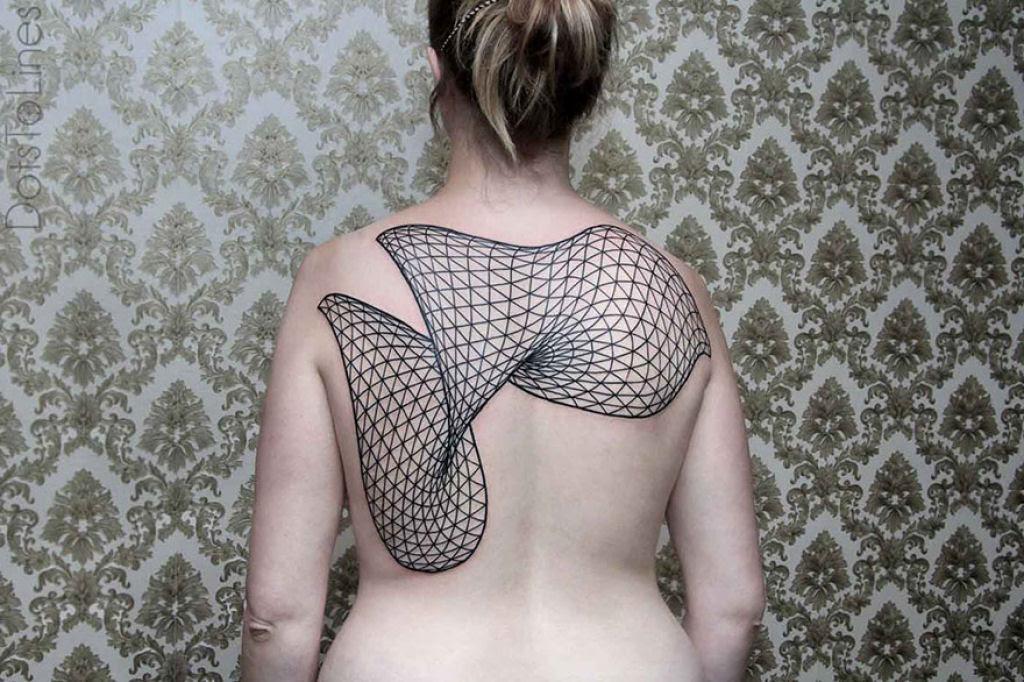 Estas 20 tatuagens lineares geométricas feitas por Chaim Machlev flutuam elegantemente pelo corpo 10