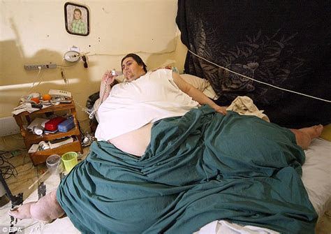 World's fattest man's body carried to funeral home on