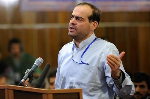 O empresário iraniano Mahafarid Amir Khosravi, durante seu julgamento em Teerã em 18 de fevereiro de 2012, em foto divulgada pela agência Isna (Foto: AP/ISNA, Hamid Foroutan)