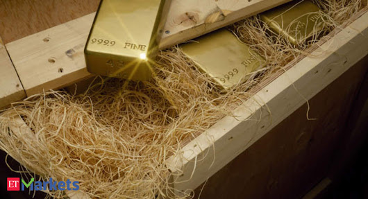 Gold prices sink to 19-month low amid strong dollar