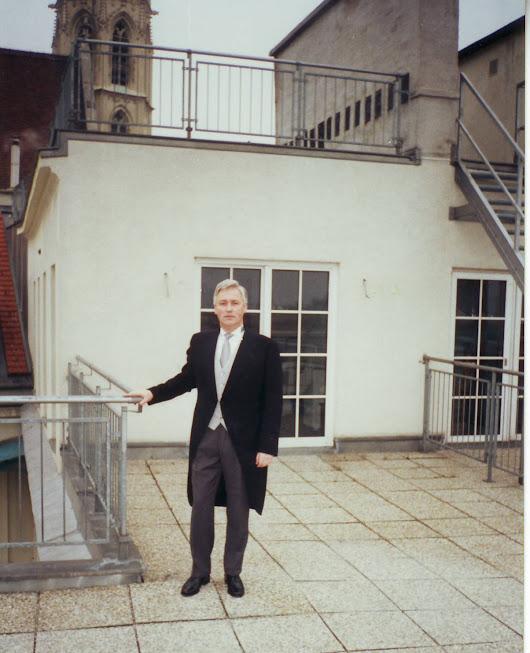 Uz Vīnes diplomātiskā jumta Salzgries ielā. - Pirmoreiz katavejā, pirms pieņemšanas Palfī pilī.