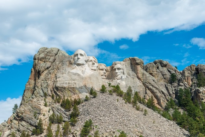 "Trump Thinks Adding His Face At Mount Rushmore A ""Good Idea"""