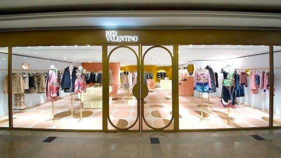 luxury and travel hub red valentino opens third store in. Black Bedroom Furniture Sets. Home Design Ideas