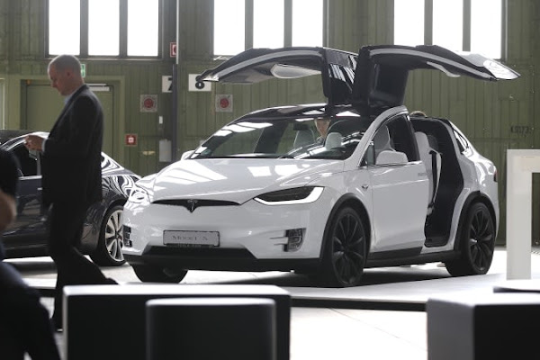 Tesla Pickup Unveil Coming This Summer While Semi Gets Pushed Back A Year Autoblog