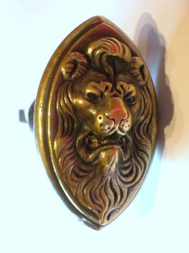 gizmodo ancienne poign e poignees bouton de porte bronze serrure sig. Black Bedroom Furniture Sets. Home Design Ideas