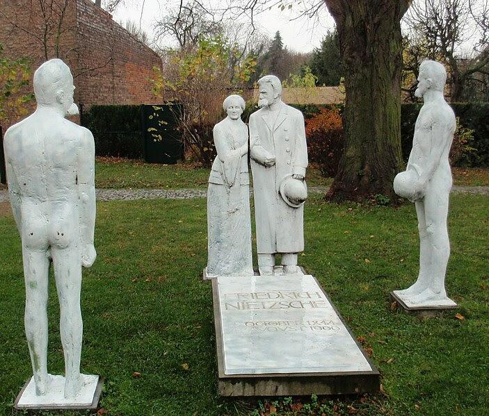 File:Nietzsche grave group of sculptures 2.JPG