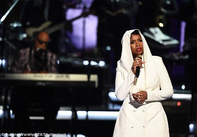 Balançado-lo: Jennifer Hudson tirou um tributo fenomenal para Prince, que faleceu em abril, no BET Awards de domingo