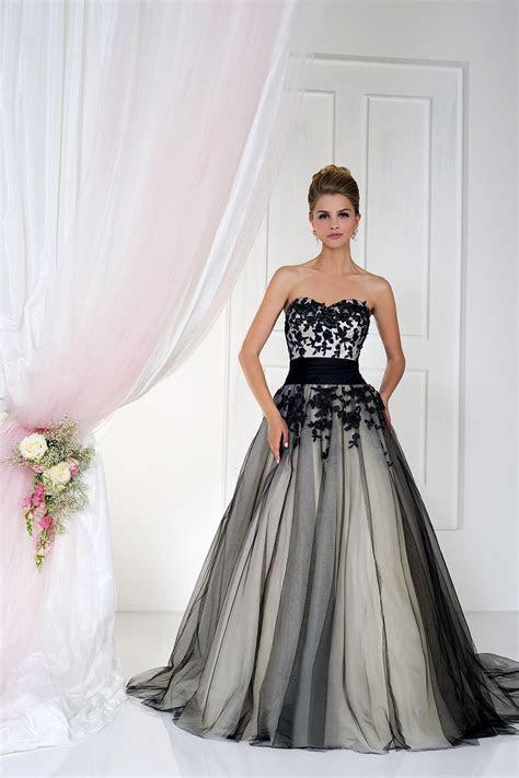 Gothic Wedding Dresses   hitched.co.uk