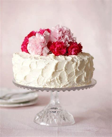 Decorate a Simple Wedding Cake   Handmade Wedding