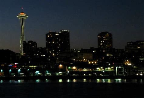 seattle skyline  night picture  washington state