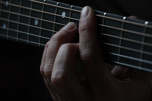 Play Better Guitar By Training Your Disobedient Little Finger...make it do what you want!