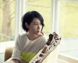 Style-Euphoria: 幸福不是情歌 (Happiness is not a love song)(Xin fu bu shi qing ge) by 劉若英 Rene Liu lyrics, Pinyin and English translation.