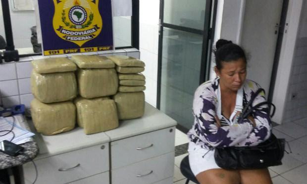 Droga estava escondida dentro de uma mala, afirma polícia / Foto: Divulgação/PRF.
