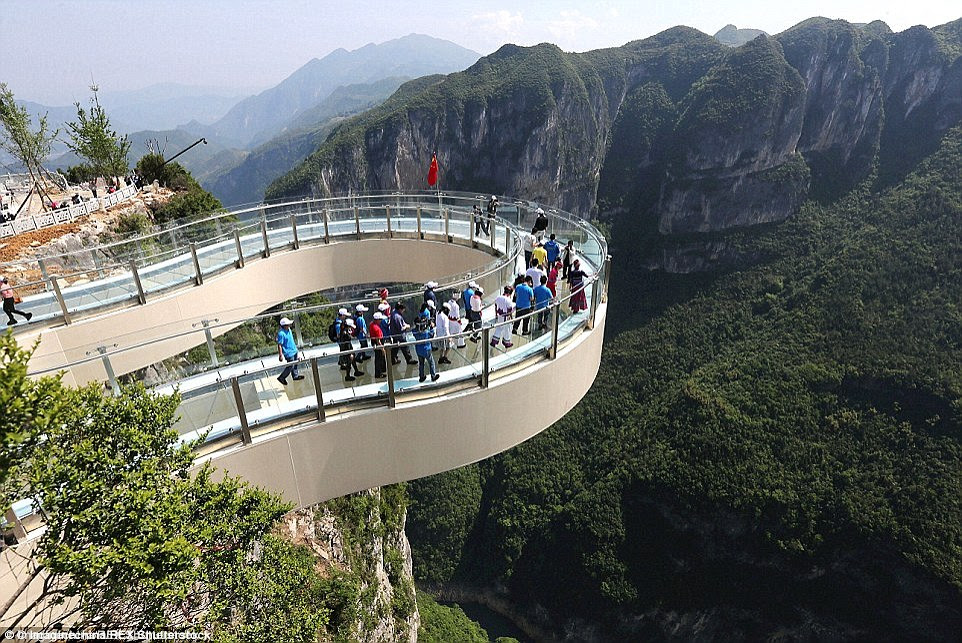 Located in the Longgang National Geological Park, the bridge has been named Yuanduan, meaning 'at the end of the clouds'