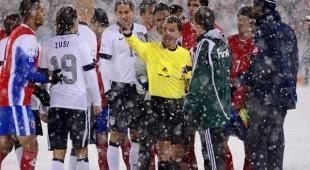 El de suéter es Victor Daniel Comisario de la FIFA. Foto Archivo paxnoticias.com