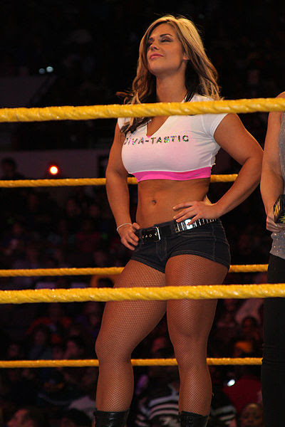 Kaitlyn (Celeste Bonin) - Noviembre 2010 - WWE NXT / Photo by Chris Witt licensed under the Creative Commons Attribution-Share Alike 2.0