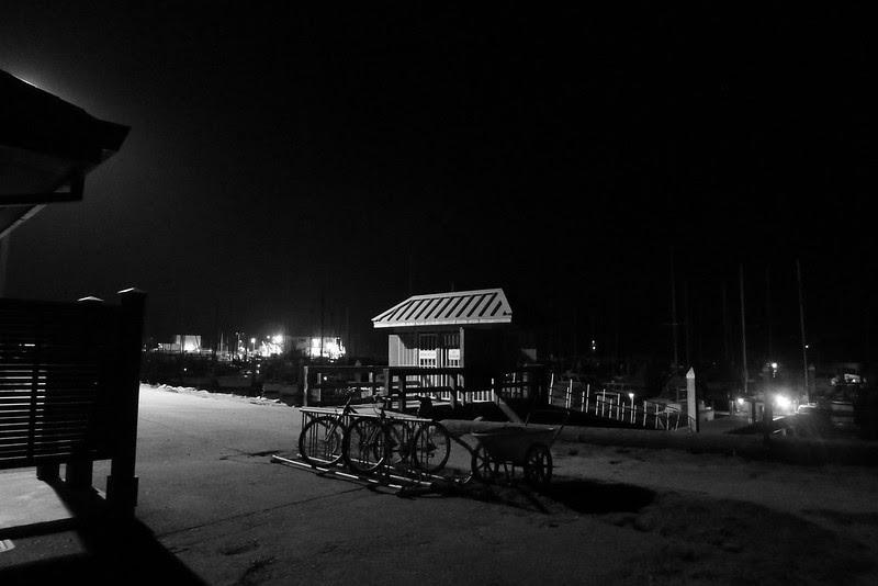 half moon bay bike rack by the docks