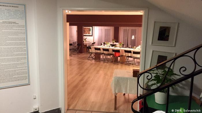 Na sede da comunidade progressiva judaica Beit Warszawa, um salão com mesa posta para a refeição do Sabá (descanso religioso)