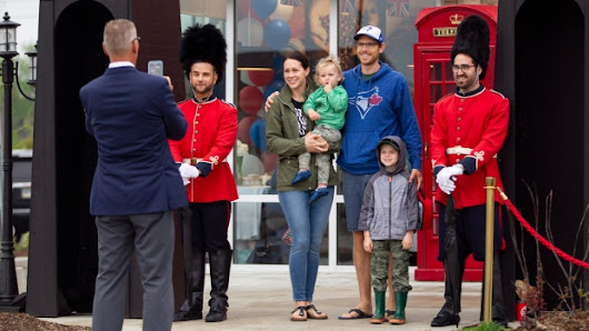 Thousands of Canadians gather to watch royal wedding
