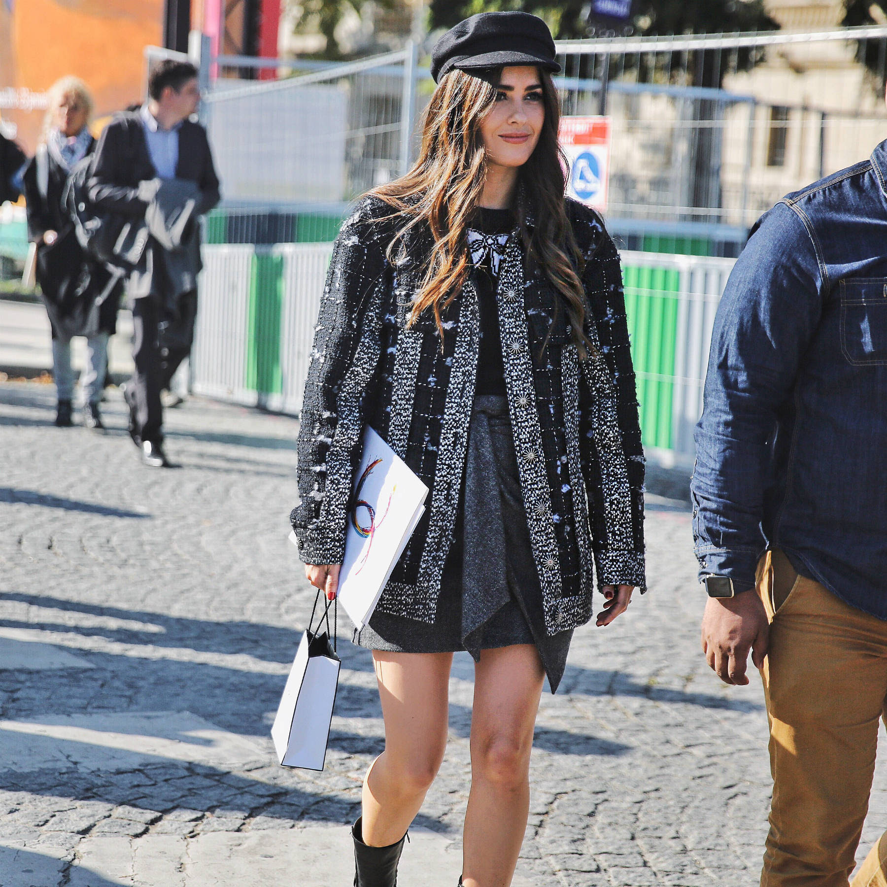 Paola Alberdi walking to the Chanel S/S 17 Show