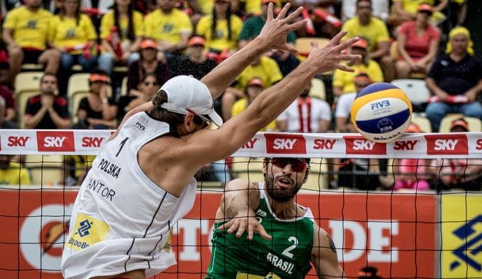 Alison e Bruno Schmidt contra Losiak e Kantor na etapa do Rio do Circuito Mundial de vôlei de praia (Foto: Daniel Zappe / Mpix / CBV )