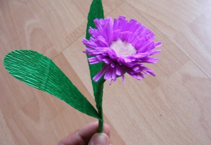 Цветы из гофробумаги своими руками (13)