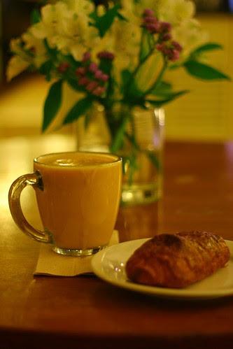 latte & croissant