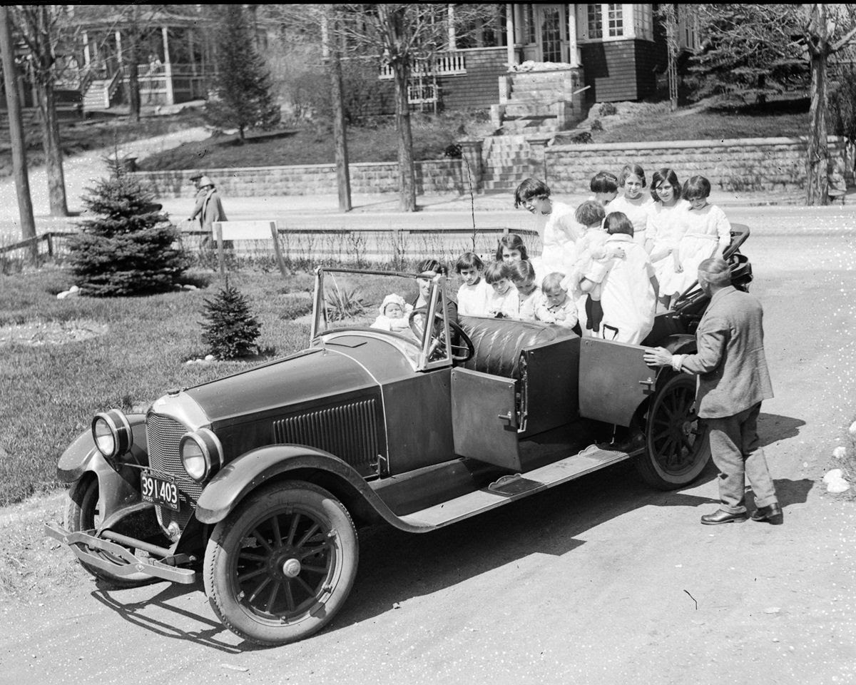 Como uma família com 13 filhos era empilhada em um carro em 1925 06