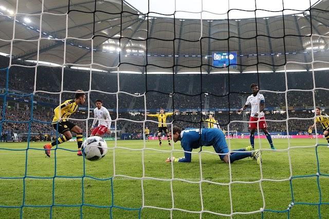 """Aubameyang """"faz chover"""" e Dortmund goleia"""