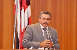 Antõnio Pereira na tribuna da Assembleia.
