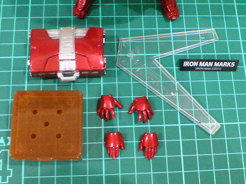 Ngee Khiong Ex: Sci-fi Revoltech Iron Man Mark V Part 2