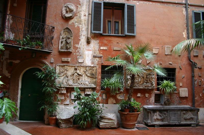 File:0307 - Roma - S. Silvestro in Capite - Cortile - Foto Giovanni Dall'Orto, 11-Apr-2008.jpg