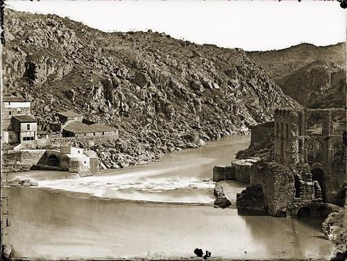 Torno del Tajo en Toledo en el lugar donde se levantaba el acueducto romano. Foto Jean Laurent 1858