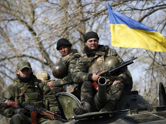 """El ejército ucraniano está en alerta máxima debido a la """"amenaza de una invasión rusa"""", dijo el presidente en funciones, Aleksandr Turchinov de Ucrania después de admitir que el gobierno de Kiev no puede controlar la situación en el este del país."""