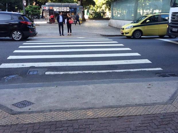 Prefeitura diz que 59 bairros receberam obras de acessibilidade como instalação de rampas e piso tátil nas calçadas (Foto: Alba Valéria Mendonça/ G1)