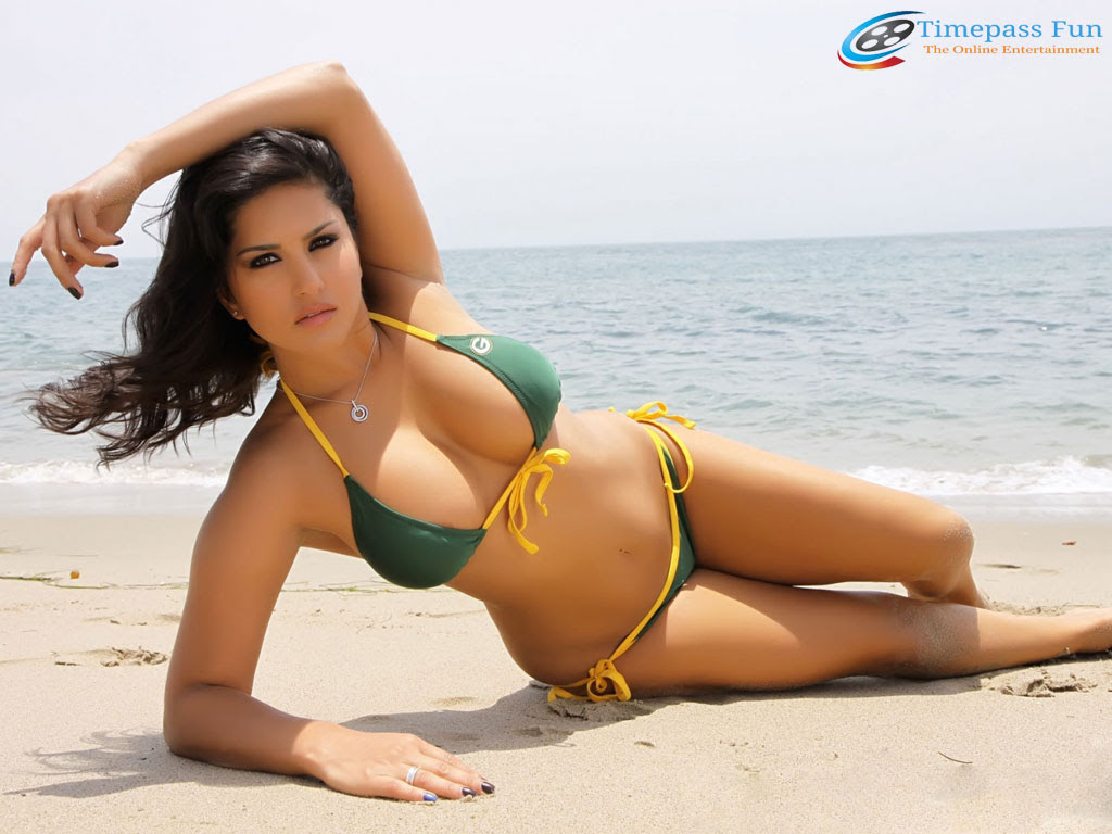 Sunny Leone Beach Bikini Wallpaper