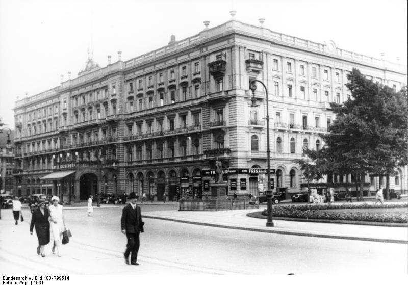 """File:Bundesarchiv Bild 183-R99514, Berlin, Wilhelmplatz, Hotel """"Kaiserhof"""".jpg"""