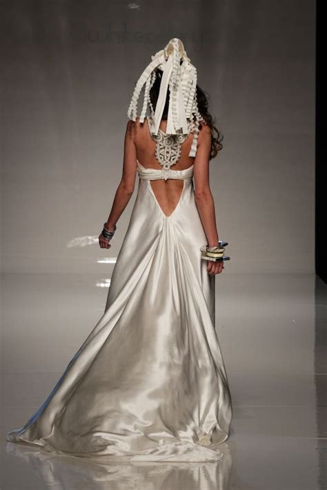 Minus the head dress, this #wedding #dress is outrageously