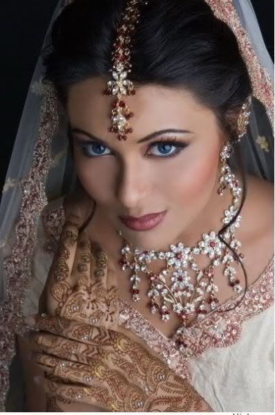 #India, #Indian, #Hindi, #desi, #gold, #jewelry, #bangles, #mehndi, #mendhi, #henna, #sari, #saree, #bride, #shaadi, #dulhan, #wedding, Indian wedding, Indian bride, #sangeet, #mandap