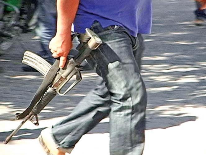 Autodefensas tienen armas de alto poder; usan rifles de asalto en Michoacán