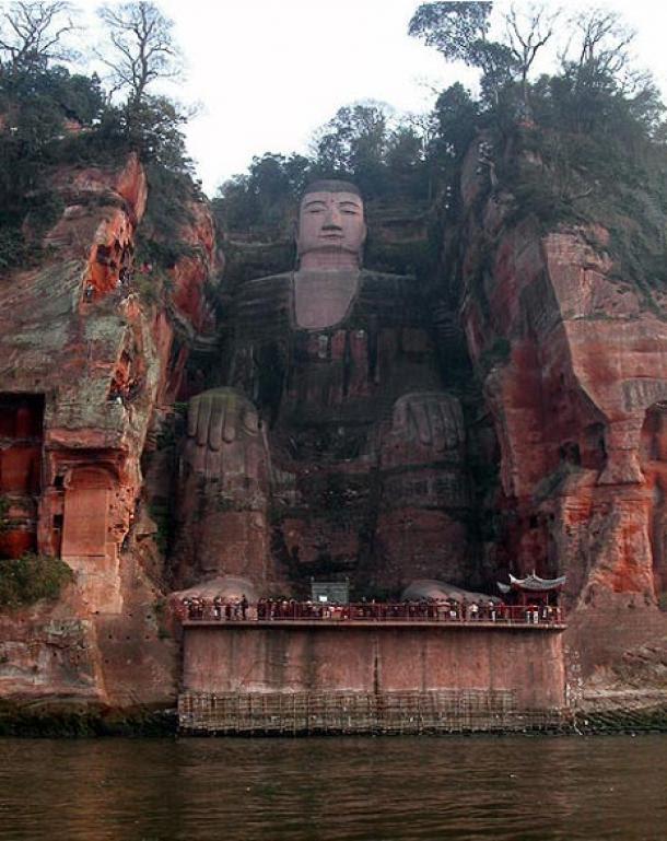 Leshan Giant Buddha with tourists