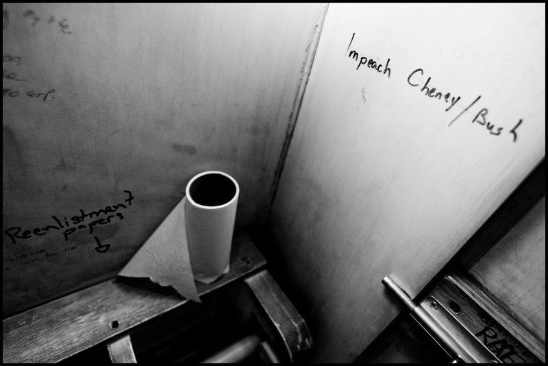 Zoriah_bush_george_g_w_president_iraq_irak_grafitti_war_conflict_latrine_bathroom_wc_toilette_05_31_08_G6Y5142