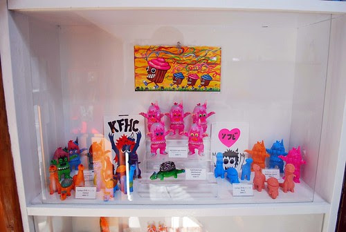 RAMPAGE sofubi shelf!