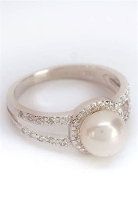 Diamond Engagement Rings With Pearl Accents   Engagement
