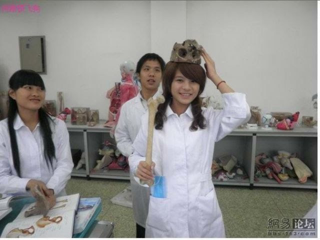"""""""Funny"""" Entertainment of Medical Students from China (17 pics)"""