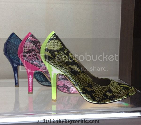 Very Volatile snake print pumps