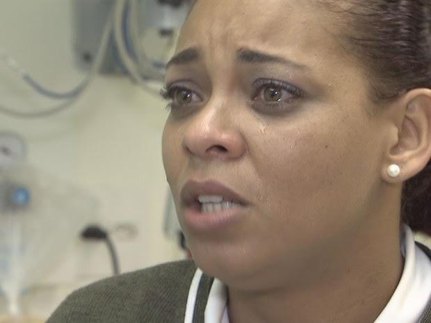 Enfermeira que atendeu Gustavo se emocionou ao relembrar encontro com mãe em Santos (Foto: Reprodução / TV Tribuna)