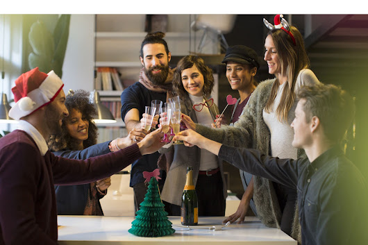 5 Benefits of Throwing Your Office Holiday Party in January
