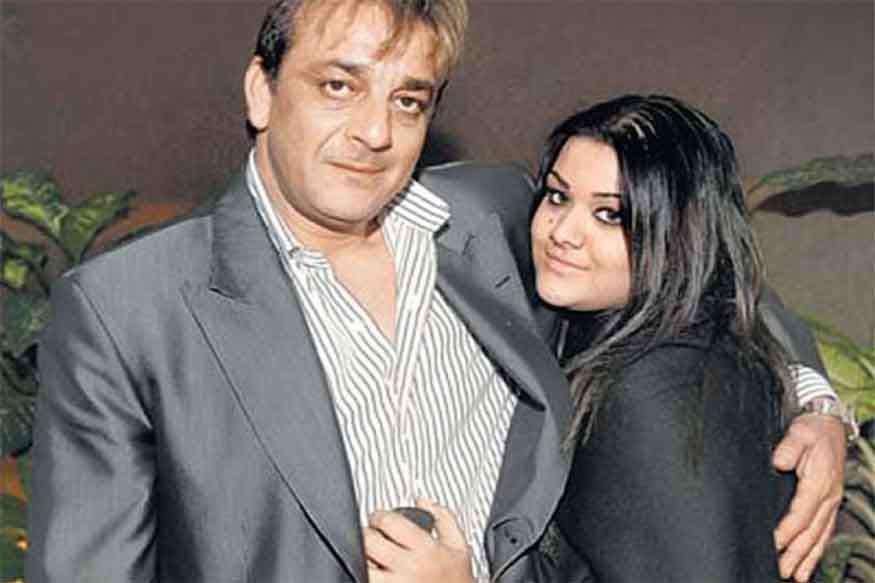 संजय दत्त ने बेटी के लिए कहा: अगर फिल्मों में आती तो टांगें तोड़ देता